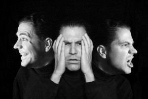 640_man-with-multiple-faces-bipolar-_-iStock_000009143348Small